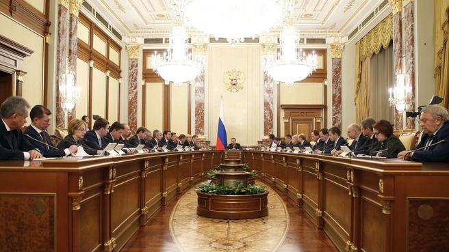Дмитрий Медведев распределил дотации бюджетам субъектам РФ